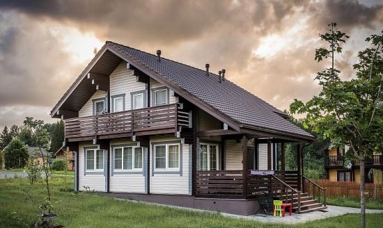 Покраска фасада деревянного дома