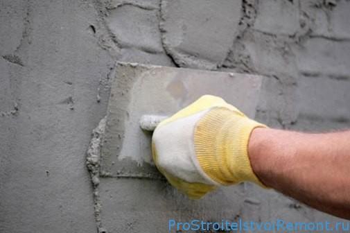 Нанесение цементного раствора на стены