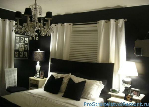 Дизайн комнаты с черными обоями