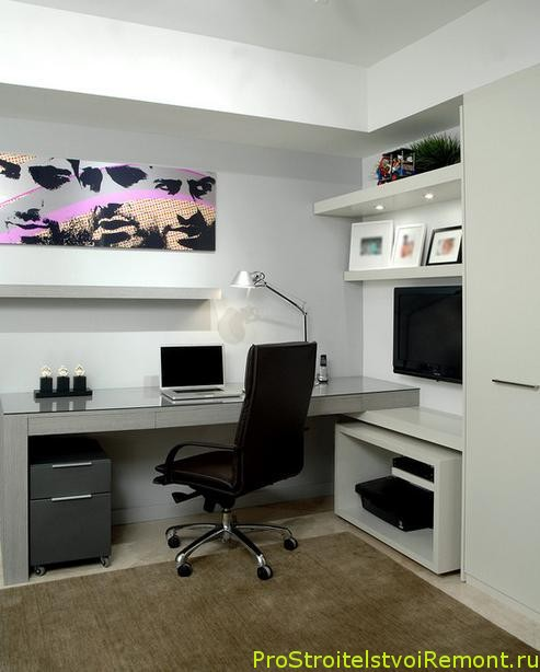 Домашний офис в современном стиле с удобным компьютерным креслом фото