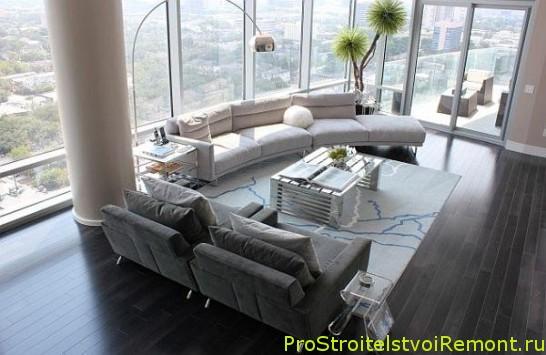 Дизайн и украшение гостиной цветами светлой комнаты фото