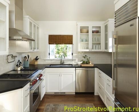 Дизайн кухни с римскими шторама фото