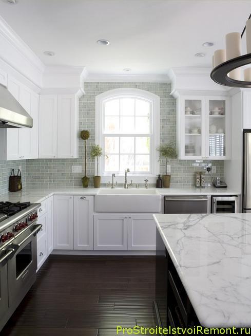 Красивый дизайн современной белой кухни фото