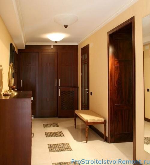 Как украсить маленький коридор?