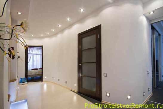 Освещение в прихожей и коридоре фото