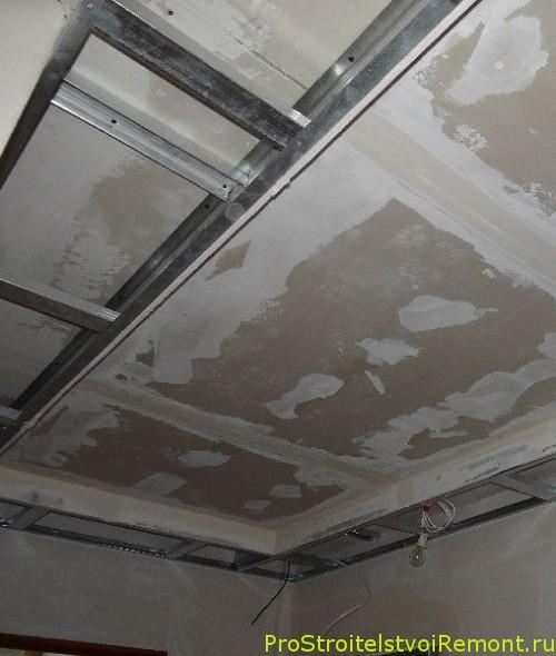 Монтаж и установка потолка из гипсокартона в гостиной фото
