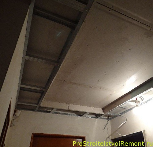 Монтаж подвесного потолка из гипсокартона в спальне фото
