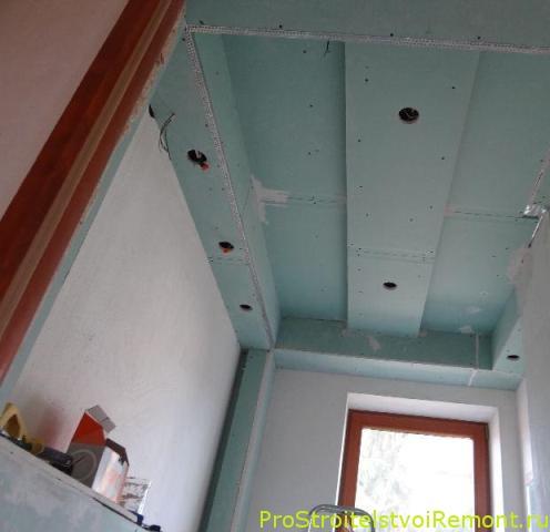 Дизайн потолка из гипсокартона в маленькой комнате