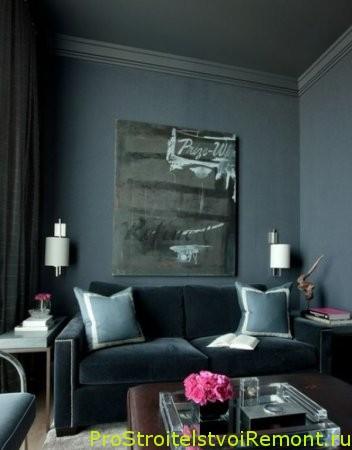 Дизайн подвесного потолка в темном интерьере комнаты фото
