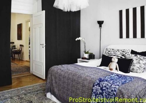 Кровать в маленькой спальне фото
