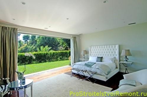 Дизайн спальни с мягкой современной мебелью фото