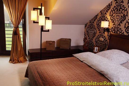 Правильное освещение в маленькой спальне на чердаке фото