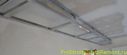 Подвесной потолок из гипсокартона в гостиной фото