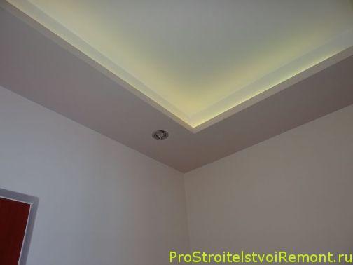 Смотреть дизайн потолка в зале