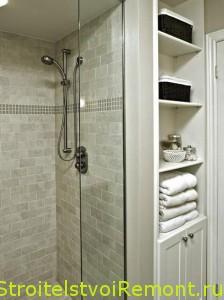 кабина и полочки в ванной комнате фото