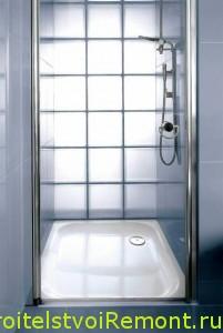 Душевая кабинка в ванной комнате фото